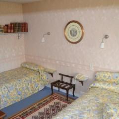 Chambre triple, avec Bibliothèque lit de 180cmx200cm et de 100cmx200cm
