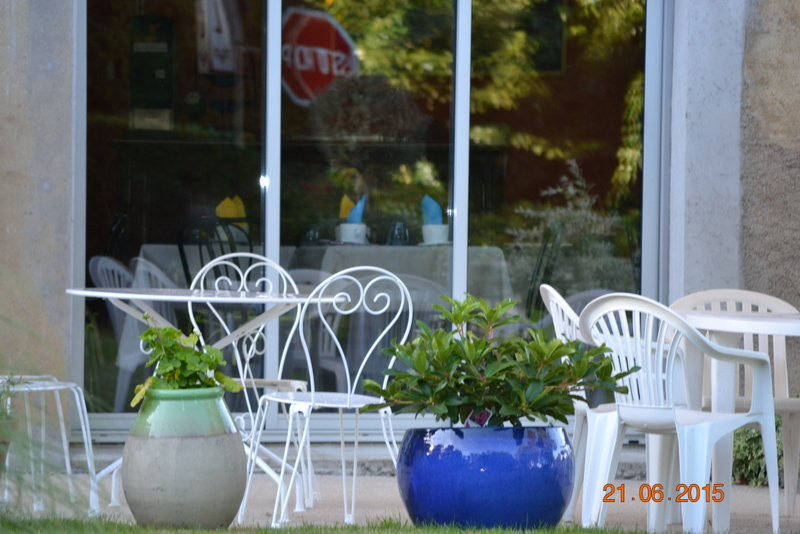 terrasse et salle petit déjeuner