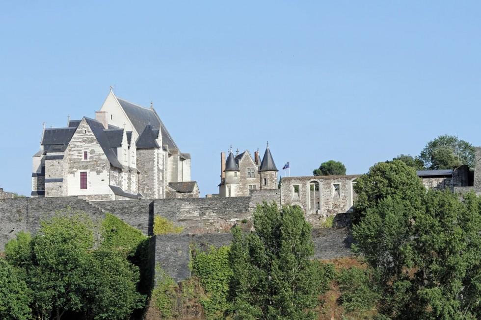 vue extérieure du château d'Angers et de son environnement