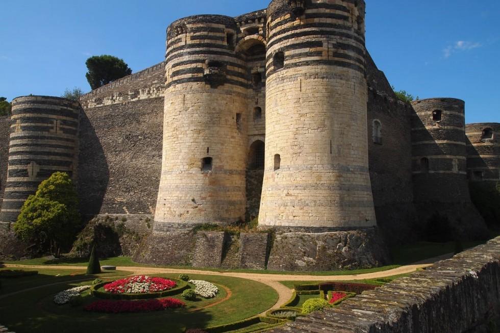 Vue extérieure du château d'Angers près de l'hôtel de charme Le Catsel
