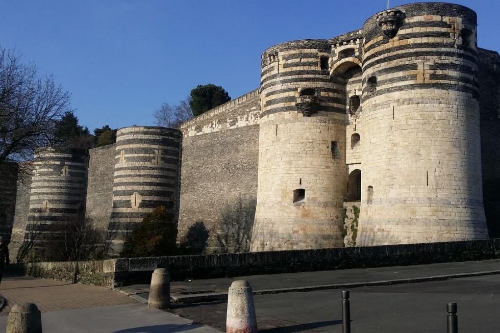 vue extérieure du chateau d'angers pres de l'hotel Angers Le castel