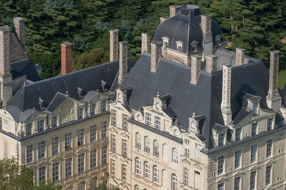 vue aérien du château de Brissac à Brissac Quincé près d'Angers
